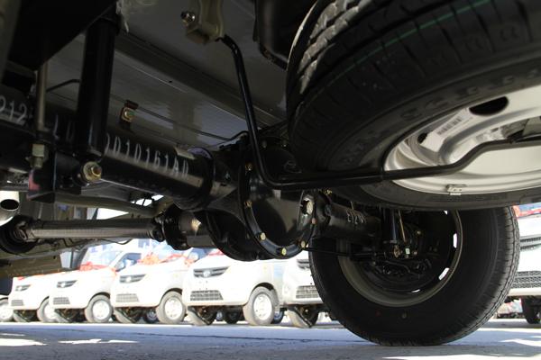 底盘采用承载式车身,一体成型矩形管梁结构,承载力远强于其它品牌的槽