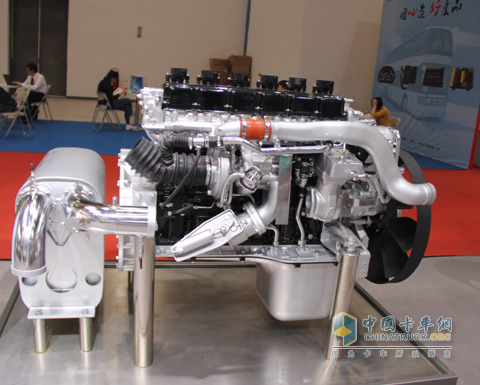 中国重汽mt系列天然气发动机亮相