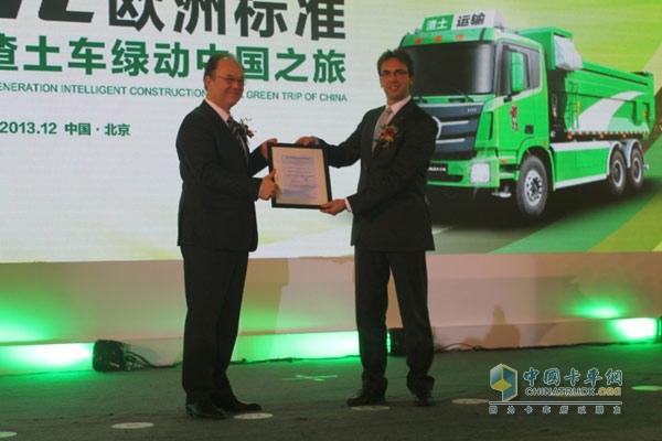 欧曼GTL欧洲标准第三代智能渣土车获得莱茵认证