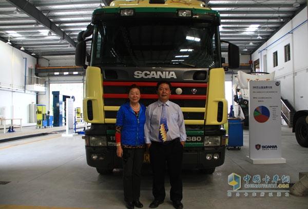 赵炳祥与妻子 两人一同经营着斯堪尼亚的车队