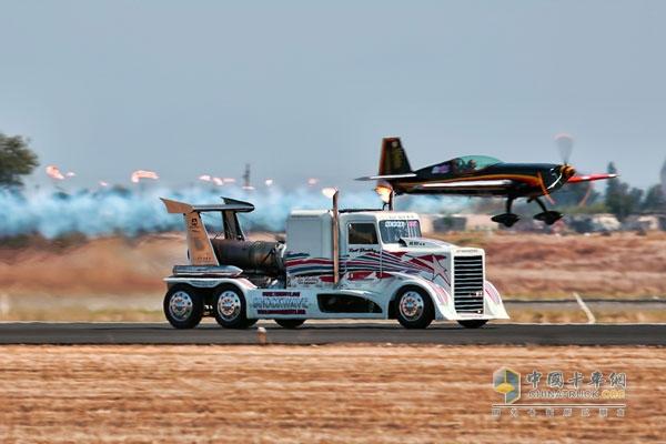 加装喷气发动机 卡车与飞机的较量