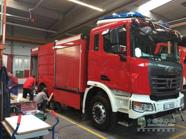海外曝光:联合卡车消防车在德国装配中