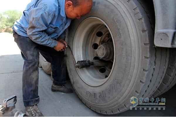 卡车轮胎学问大 拆装注意事项多