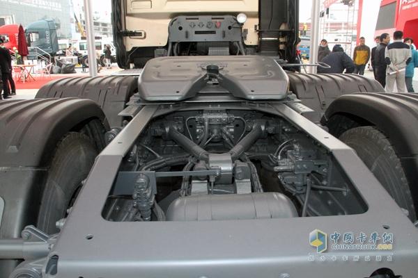 东风 天龙重卡旗航版 480马力 6X4 牵引车 DFH4250C图片
