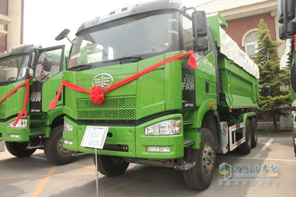 一汽解放J6渣土车-解放J6渣土车通过北京地标认证高清图片