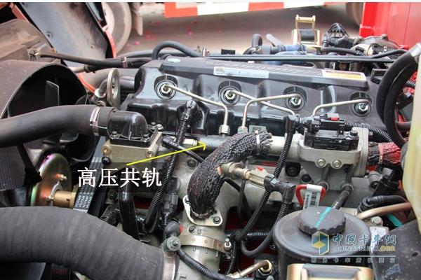 """板簧比其他品牌厚0.5-1mm   底盘源自奔驰重卡,经英国莲花优化升级的高速加强型全铆底盘,满足1.5T-8T高速重载。车身板簧采用变截面应力钢板弹簧,减震性与承载能力强于等截面板簧,既降低整车自重提高车辆运行舒适性,又提高承载能力。   首款通过德国TUV莱茵认证的欧洲标准高端中轻卡,充分彰显欧马可""""卓越品质欧洲标准""""的品牌实力;2万公里的超长保养间隔,有效减少保养所耗工时,降低车辆运营成本,让用户真正实现少花多赚,满足高效物流需求。   排放高标准助高效   福田欧马可早"""