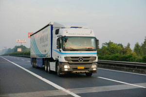 领创油耗星标准 奔驰卡车上海-成都往返油耗实测