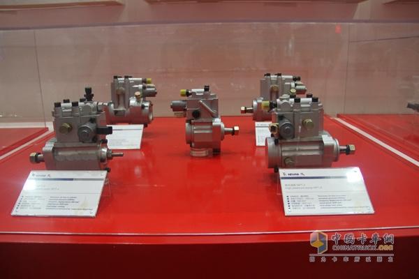 新风研发的柴油机燃油共轨系统   ECU12电控平台属于高端产品平台,产品应用覆盖各类高压共轨柴油机和柴油/天然气掺烧系统。其采用主流的154脚接插件选型,产品基于最新32位高性能单片机,具有完整的OBD功能,12V/24V系统通用。改进的结构设计可满足发动机、发动机舱和驾驶舱安装要求,并可按照客户验证测试规范要求进行验证测试,采用开放的软件体系架构,方便新功能扩展和客户功能的集成。