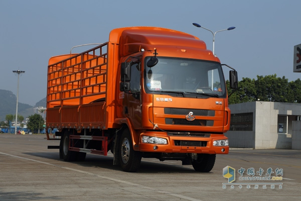 橙色版的乘龙M3,正在跑油耗实验