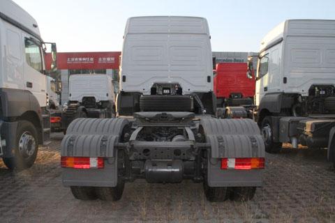 奔驰 Axor重卡 400马力 4X2 国四牵引车 (型号1840)