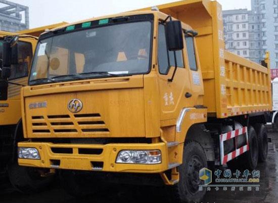 上汽依维柯红岩新金刚6x4大泵自卸车促销 优惠2万元高清图片