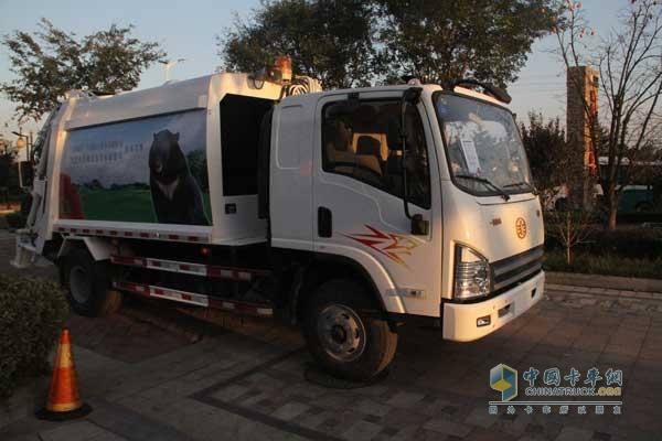 一汽解放青岛 龙V 152马力 4X2 国四摆臂垃圾车