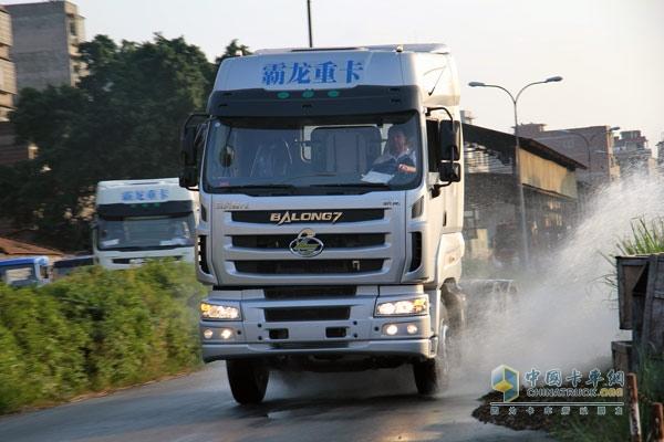 东风柳汽M7高速版重卡迎欧洲冠军车队试驾体验