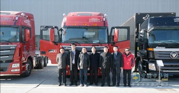 6人到访福田戴姆勒汽车,在福田戴姆勒汽车领导的陪同下参观了高清图片