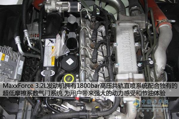 迈斯福(MAXXFORCE)3.2L采用高压共轨直喷式   如果看到这里你还没有明白传统喷油方式的劣势在哪?我们再来看看迈斯福3.2L发动机是怎样的结构!迈斯福(MAXXFORCE)3.2L采用高压共轨直喷式结构,通过共轨腔建立独立供油压力采用电控喷油器控制喷油过程,彻底将压力的形成与喷油过程分开,使得ECU可独立控制喷油压力、喷油定时、喷油量及喷油规律,不受发动机转速和负荷的影响。高压直喷式的建立让燃油充分雾化,提高燃烧效率。   而且迈斯福(MAXXFORCE)3.