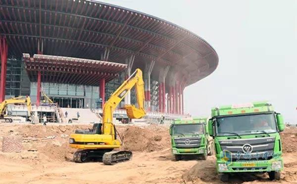 欧曼新型渣土车助力北京城市建设