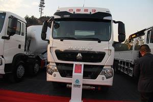 中国重汽 T5G 336马力 8X4 液罐车