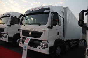 中国重汽 HOWOT5G 310马力 6X2 厢式载货车