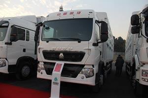 中国重汽 T5G 290马力 8X4 LNG 仓栅车