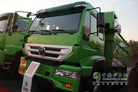 中国重汽 M5G 340马力 6X4 新型渣土车