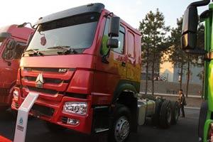 中国重汽 豪沃 340马力 6X4 国四牵引车