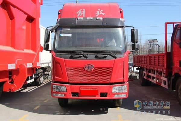 一汽解放j6l6.8米高栏载货车降价促销