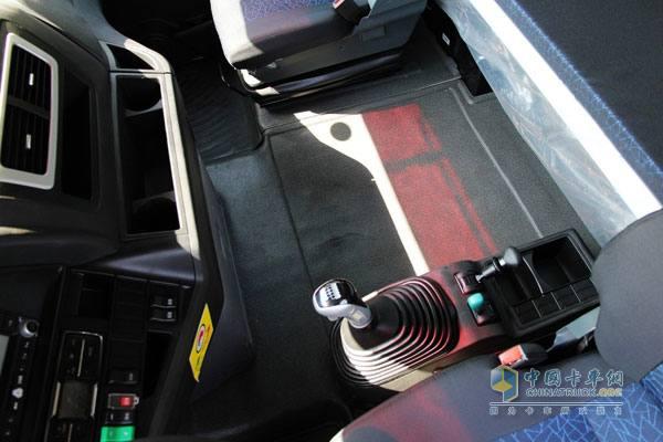 驾驶室,发动机,底盘减震专业设计,经严格试验,优化,有效提高驾乘舒适
