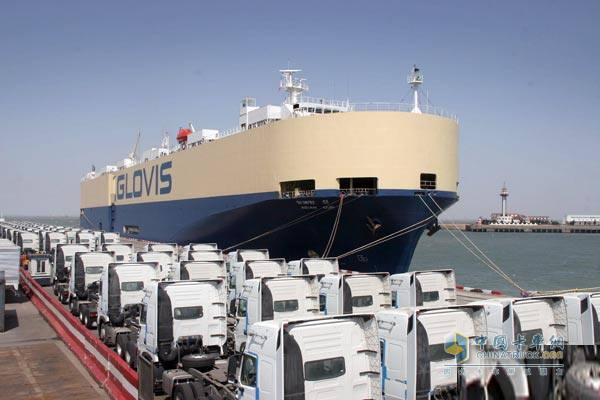 2014年中国重汽出口3.43万辆 重卡出口连续十年居首位
