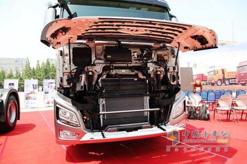 四川现代 Xcient创虎P520 6×4牵引车
