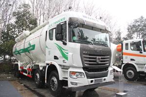 联合卡车 玉柴400马力 8X4LNG粉罐运输车