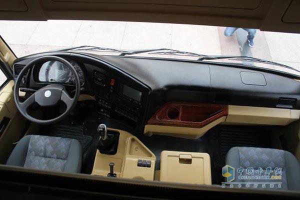 重汽驾驶室外表结构图