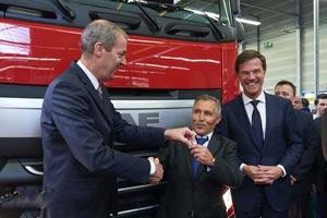 荷兰首相来捧场 第100万辆达夫卡车下线