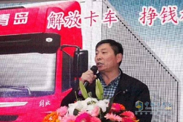 一汽解放青岛汽车有限公司总经理助理陈健,市场服务部副部长纪胜师,寿