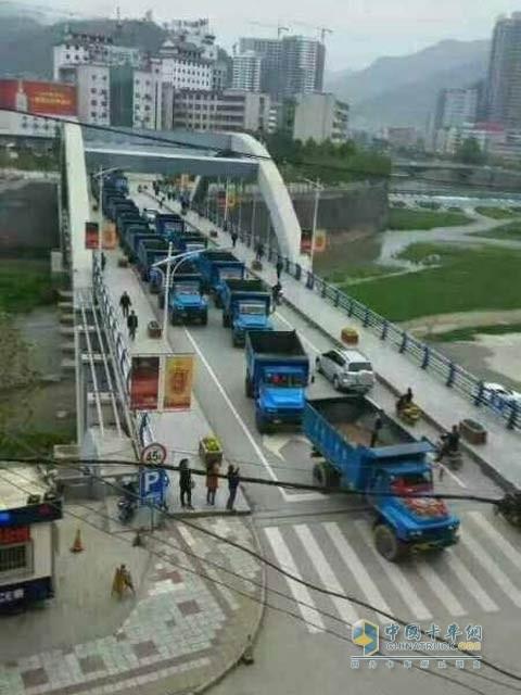 东风卡车迎亲队耀眼汉中