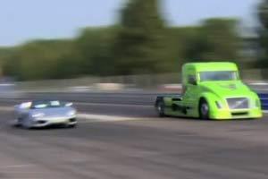 速度与激情8,看沃尔沃卡车与法拉利的对决