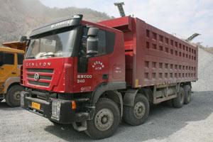 上汽依维柯红岩 杰狮C100 8X4载重版自卸车(10220X2500X3860)