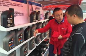 昆仑天威巡展现场专家指导 让卡车专业养护更易行