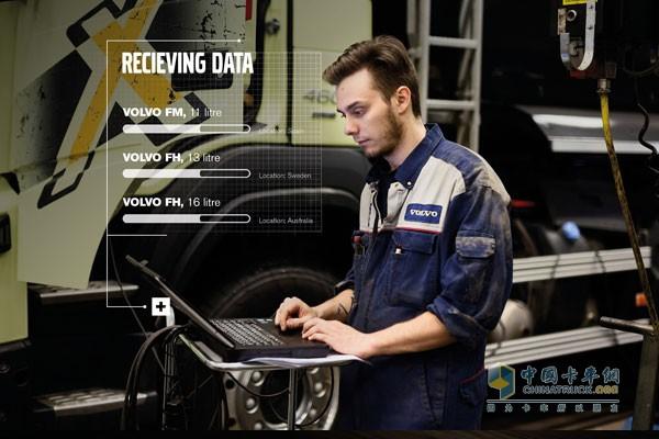 """沃尔沃卡车维修工程师   尽管沃尔沃卡车在降低车辆意外停运方面走在时代前沿,但WokilHayder认为预防性服务的发展仍处于起步阶段。   """"我们认为这一领域的发展前景巨大。我们也相信,通过车载远程通讯技术功能,零意外停运率完全可以实现。""""WokilHayder说。"""