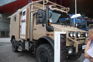 梅赛德斯-奔驰乌尼莫克(Unimog)U4000 4X4越野房车底盘