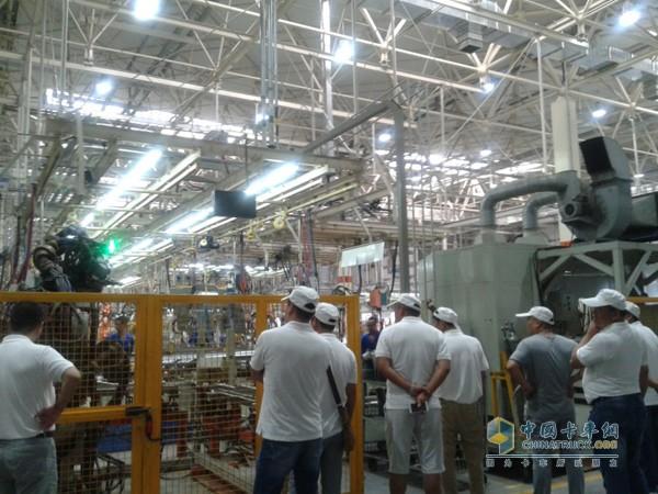 2015年8月7日,一汽解放青岛汽车有限公司即墨新工厂迎来淮北地区20余