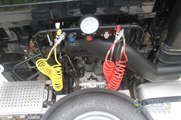 福田戴姆勒 欧曼GTL超能版 460马力 6X4 国四牵引车 十二档高清图片