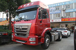 中国重汽豪瀚J5G34 340马力 4X2港口牵引车
