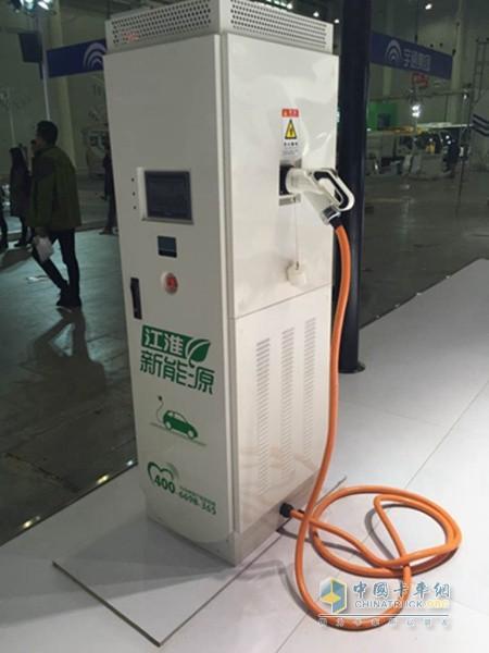 江淮充电桩-新常态 新机遇 2015中国国际商用车展新能源汽车大放异彩高清图片