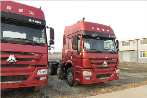 中国重汽 HOWO 6×2前双转向牵引车