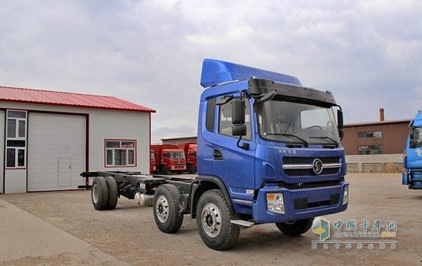 陕汽宝华 轩德中卡 220马力 6X2 8.6米载货车底盘