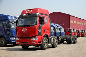 一汽解放 J6M 320马力 8X4 9.5米栏板式载货车底盘
