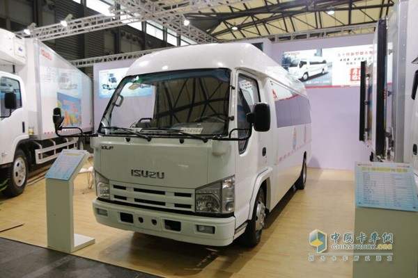 除了传统的600p和700p车型,庆铃还带来一款密封式厢式货车,售价为13.