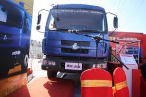 东风柳汽 乘龙M31A 康明斯190马力 国四 6×2仓栅式载货车(高栏)