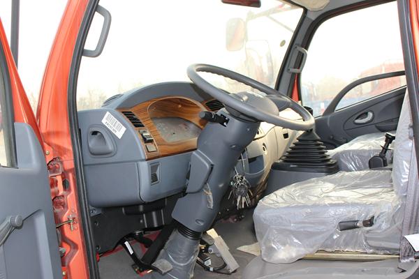 东风多利卡D6 4X2 玉柴115马力 载货车(内饰)