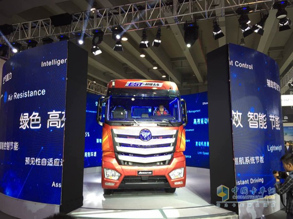 欧曼est采用戴姆勒全新平台打造,搭载康明斯isg超能动力及amt变速箱